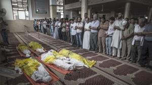 19jul2014---familiares-de-palestinos-mortos-pelos-ataques-israelenses-a-faixa-de-gaza-velam-o-corpo-de-seus-parentes-desde-o-inicio-da-ofensiva-em-gaza-no-ultimo-dia-8-de-julho-pelo-menos-300-1405766787417_1920x1080