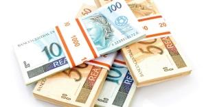 midia-indoor-economia-crescimento-brasil-banco-dinheiro-juro-deposito-renda-esprestimo-credito-poupanca-negocio-aumento-alta-moeda-cedula-financas-salario-investimento-imposto-1270566558036_956x500
