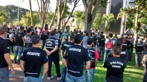 curitiba_protesto_palacio_iguacu_agentes_professores_04_jc