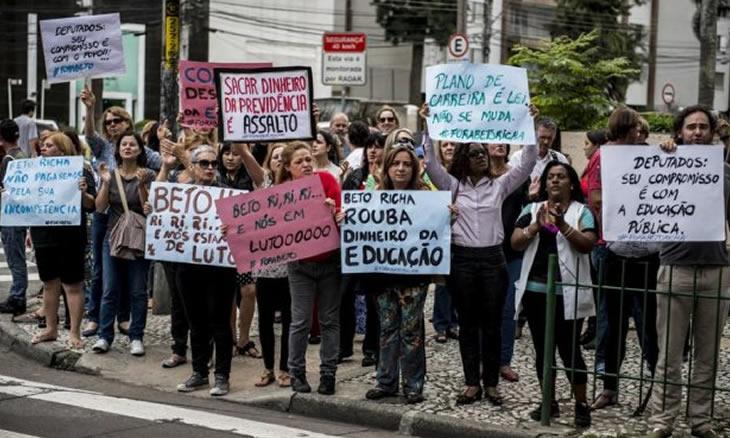 Greve na Educação: Semana decisiva e Beto Richa rompe diálogo   Milton Alves