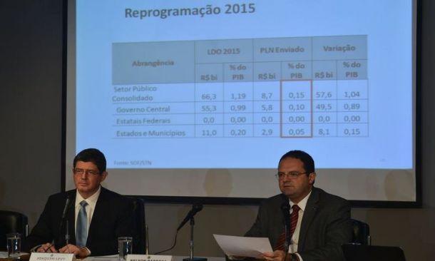 Os ministros da Fazenda, Joaquim Levy, e do Planejamento, Nelson Barbosa, falam sobre  a redução da  meta de superávit primário deste ano, durante coletiva no ministério da fazenda (Marcello Casal Jr/Agência Brasil)